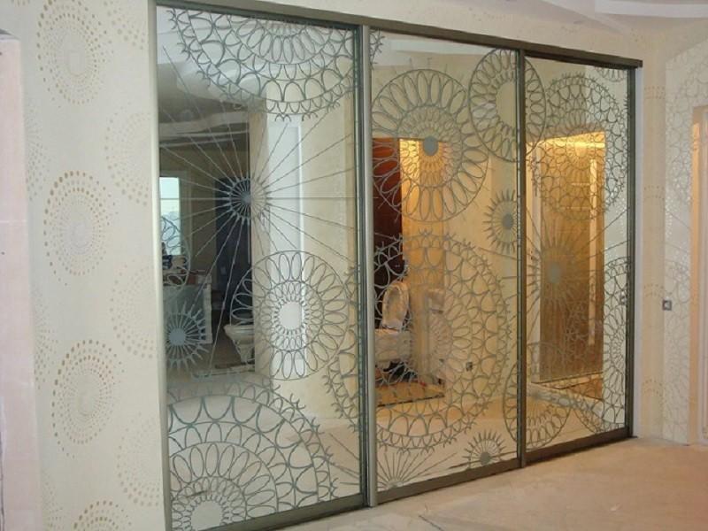 Встроенный шкаф-купе зеркало пескоструй Рим