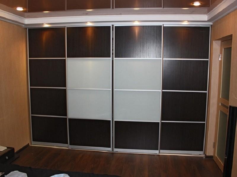 Встроенный шкаф-купе с белым матовым стеклом Катрин