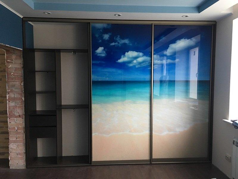 Встроенный 3-х дверный шкаф-купе фотопечать Клаус