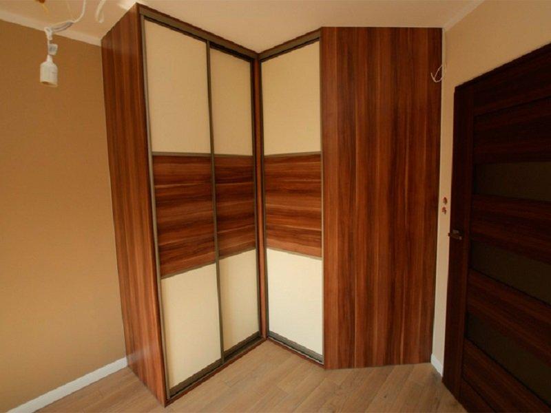 Встроенный шкаф-купе с раздвижными дверями г-образный Крисп