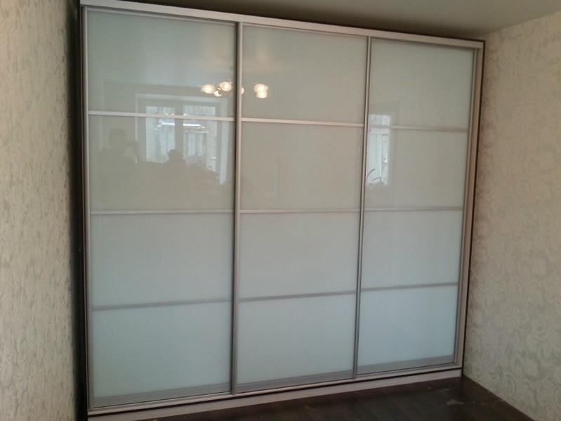 Белый глянцевый шкаф-купе оракал Мадлен