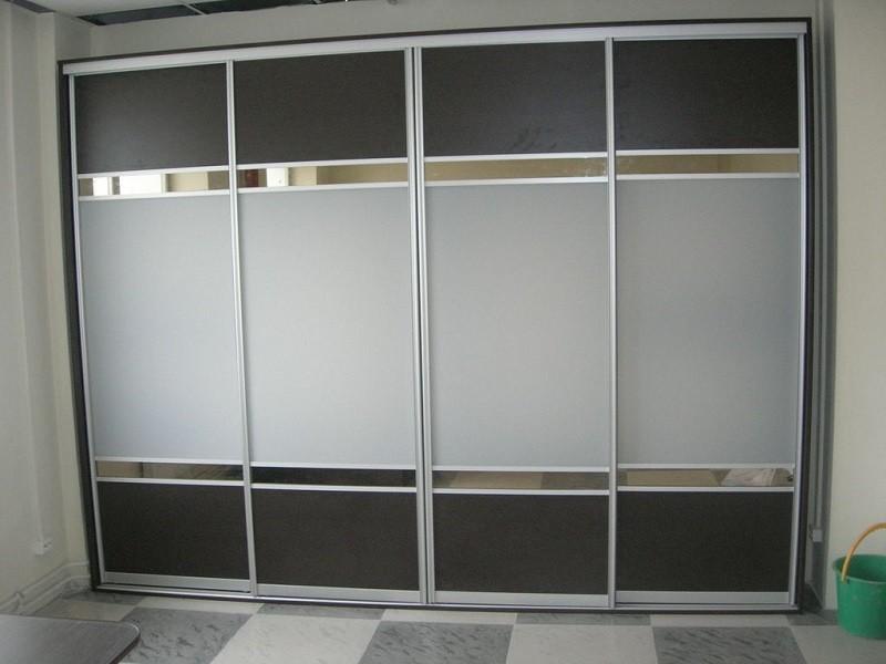 Зеркальный шкаф-купе 4 двери в гостиную Приз