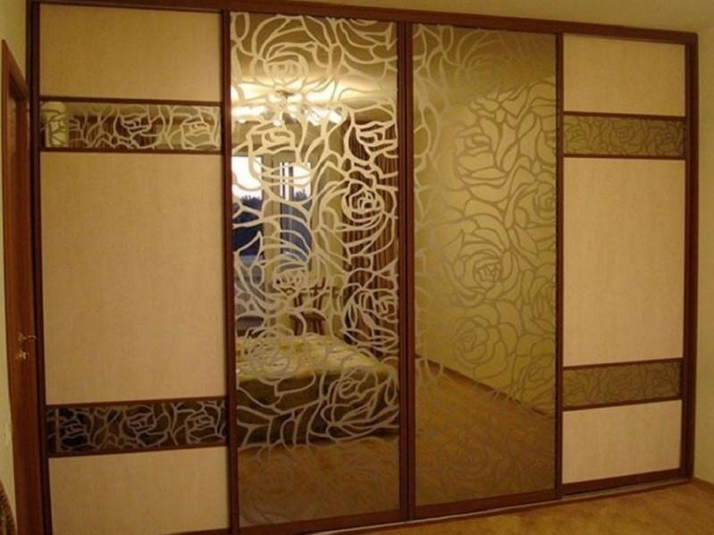 Зеркальный встроенный шкаф-купе в гостиную Роса