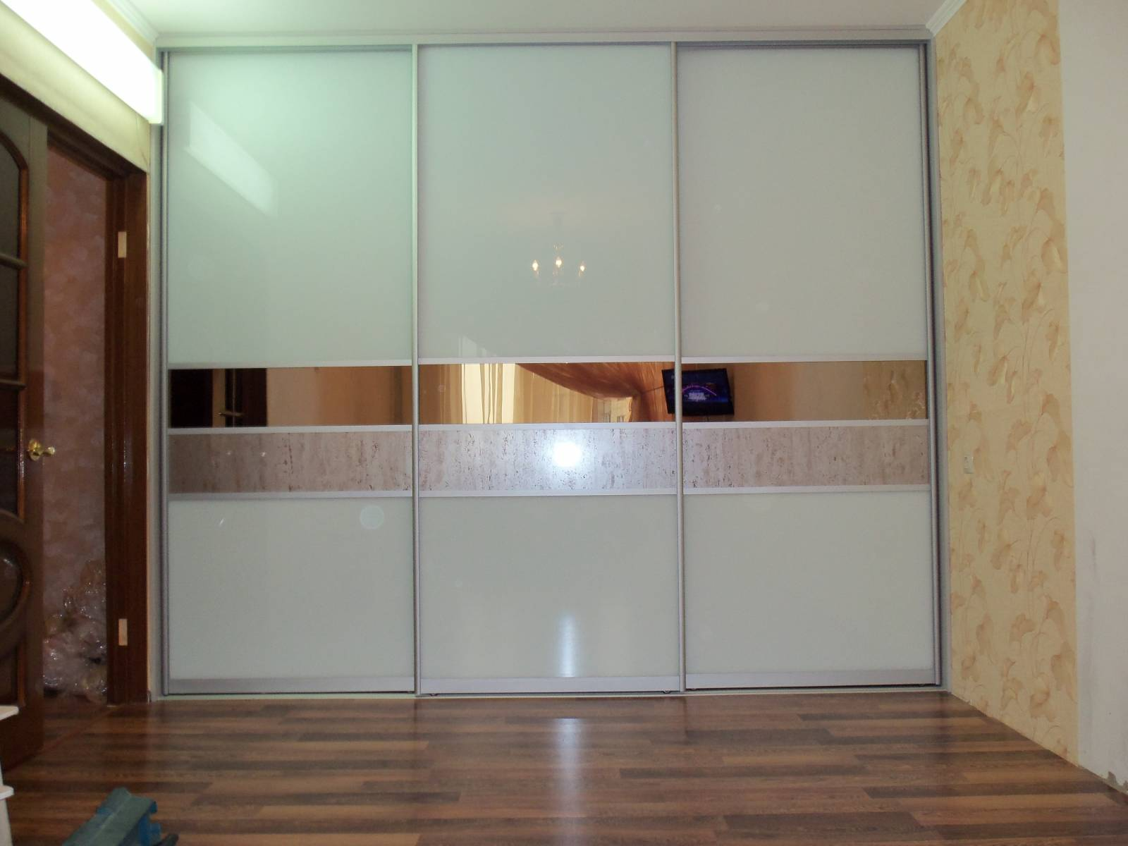 Зеркальный шкаф-купе белый глянцевый Рояль