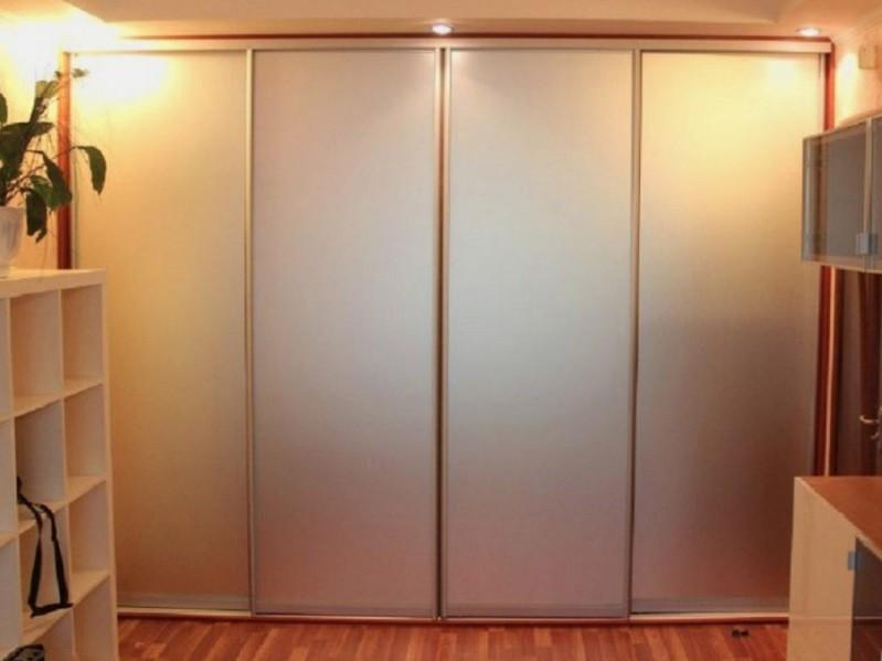 Встроенный шкаф-купе во всю стену зеркало сатин Строй
