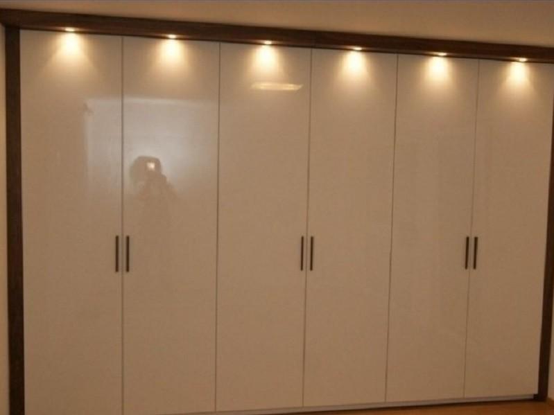 Распашной глянцевый 6-дверный шкаф Вирт