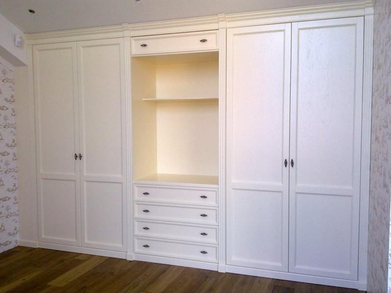 Распашной встроенный шкаф-стенка в гостиную Вирс