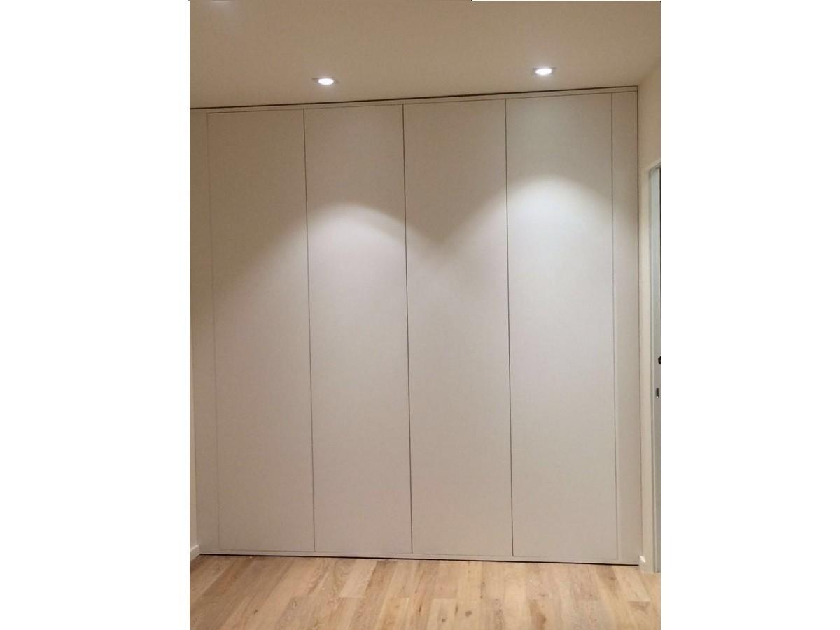 Встроенный шкаф без ручек до потолка №1102