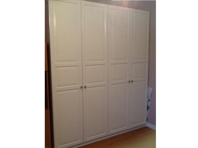 Распашной глянцевый шкаф с фрезеровкой №1114