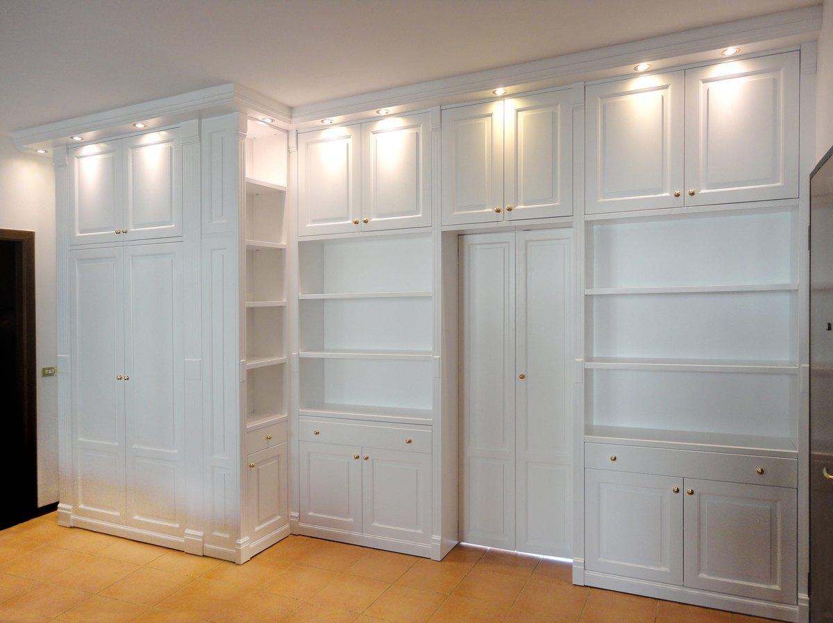 Сложный распашной шкаф перегородка в гостиную №1120