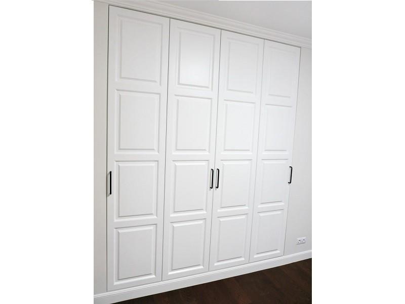 Распашной белый шкаф МДФ с фрезеровкой №1123