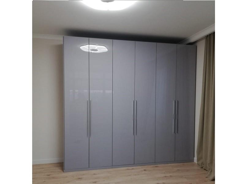 Серый глянцевый шкаф с распашными дверями №1142