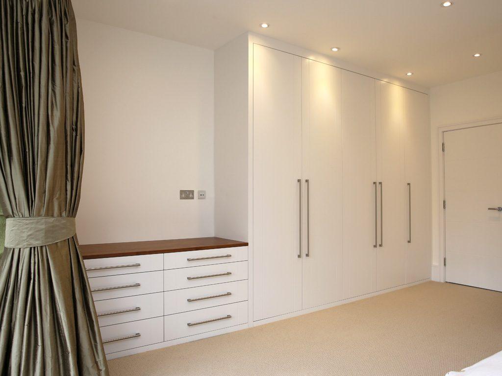 Белый распашной шкаф с комодом №1149