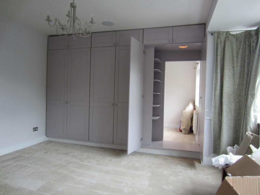 Распашной классический шкаф перегородка №1153