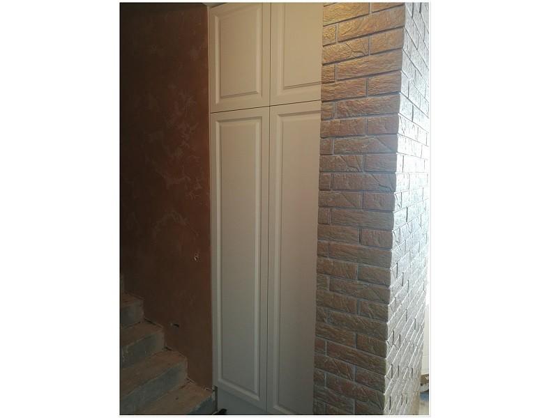 Встроенный шкаф с фрезеровкой №1194 вид сбоку