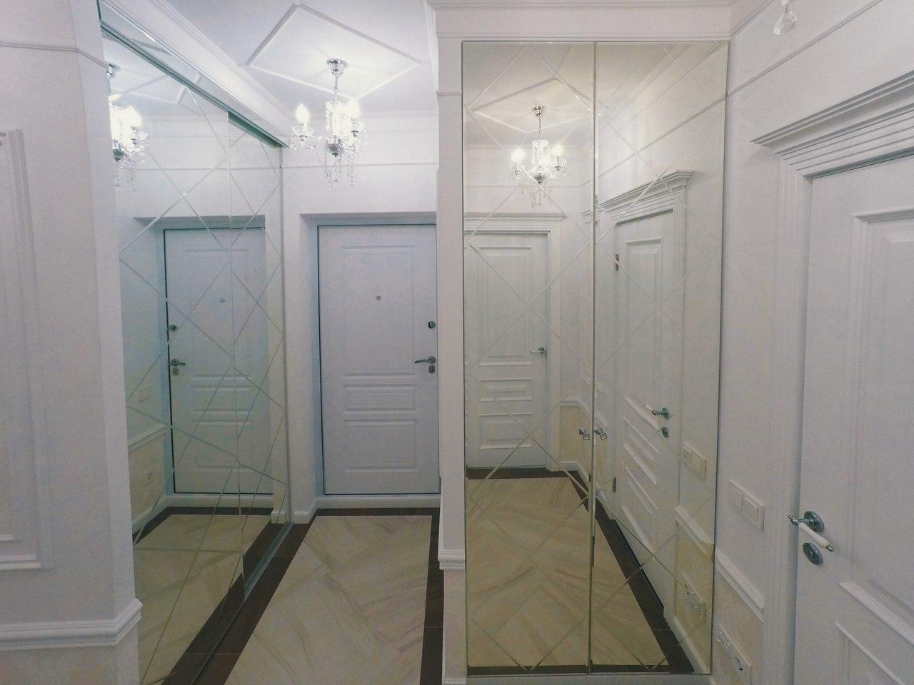 Встроенный шкаф зеркало с гравировкой №1210