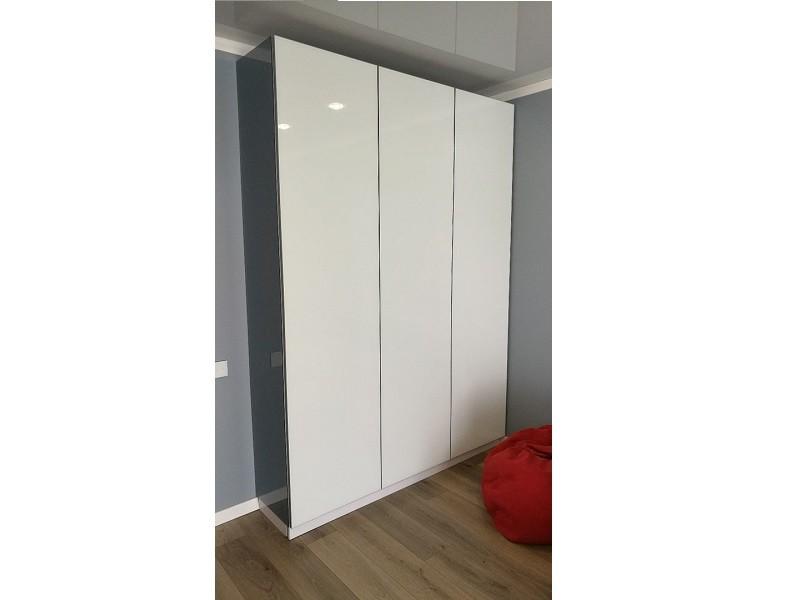 Шкаф распашной 3-дверный со стеклом лакобель №1199