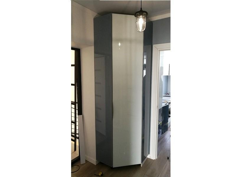 Встроенный распашной шкаф в коридоор