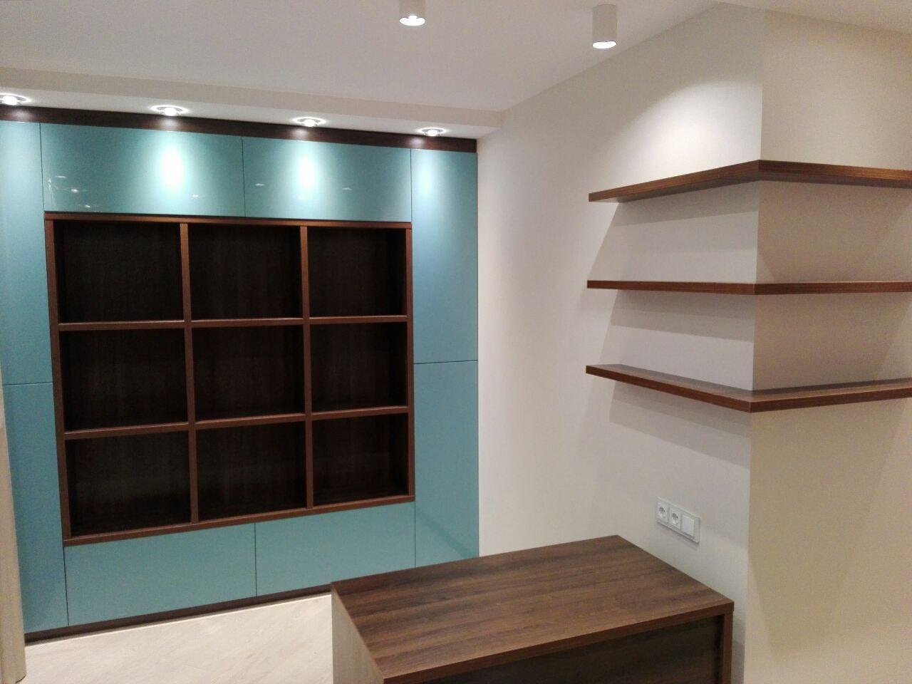 голубой шкаф в гостиную