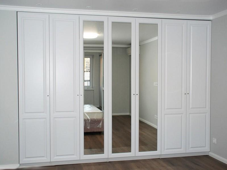 Встроенный классический распашной шкаф №1211