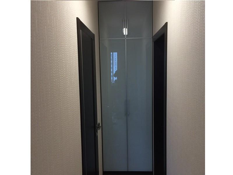 Встроенный распашной шкаф в нишу прихожей №1213