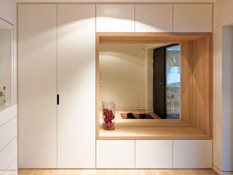 Распашной встроенный шкаф прихожая с зеркалом №1216