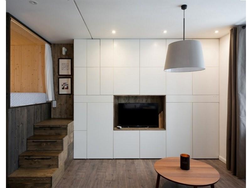 Встроенный распашной шкаф с нишей под телевизор №1217