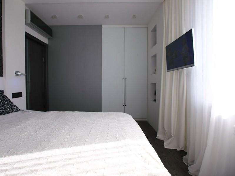 Встроенный распашной шкаф в спальню №1219