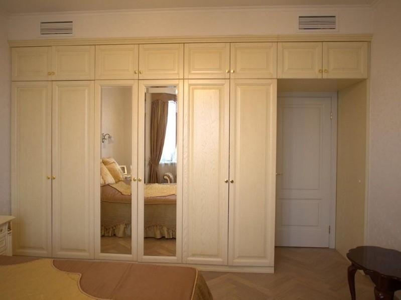 Распашной белый шкаф с зеркалом №1253