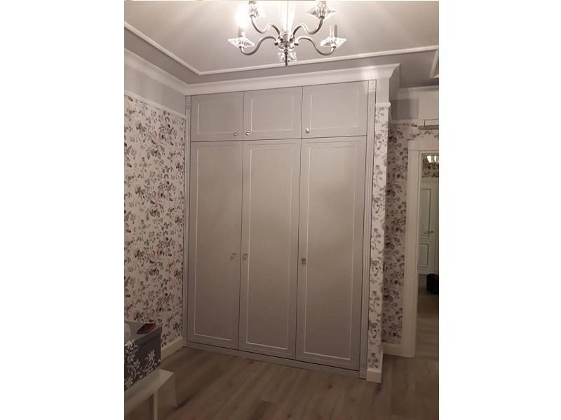 Встроенный распашной шкаф с антресолями №1224