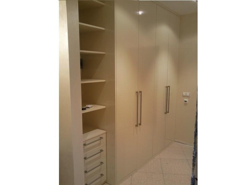 Встроенный распашной шкаф в прихожую №1225