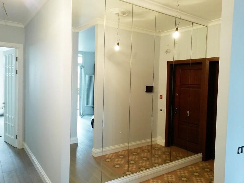 Зеркальный встроенный распашной шкаф 6-дверный №1231