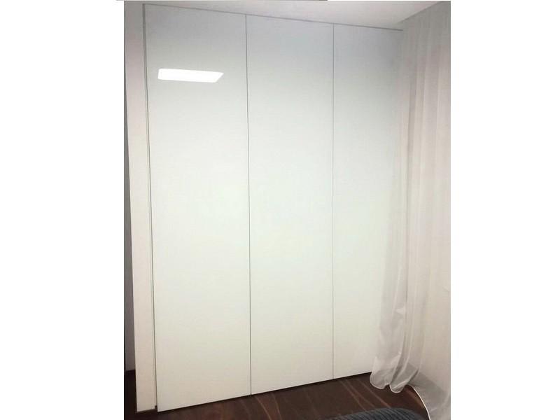 Встроенный распашной шкаф стекло лакобель №1232