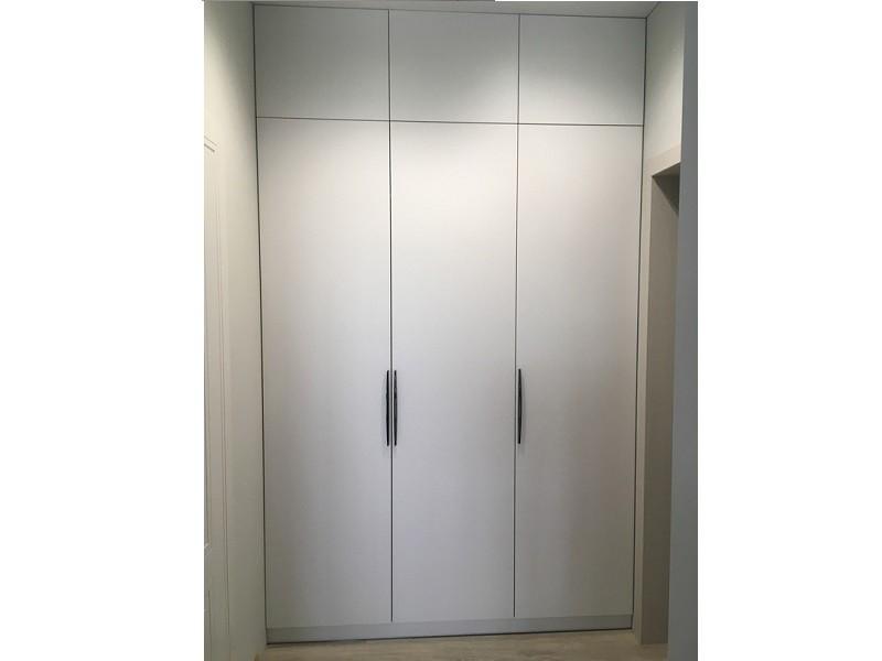 Загружен дляВстроенный распашной шкаф 3 двери №1236