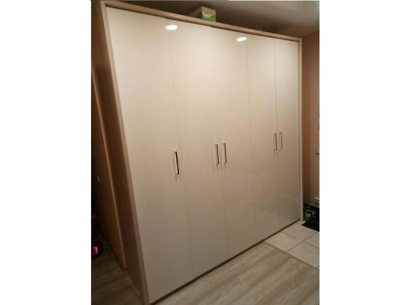 Глянцевый распашной шкаф в прихожую №1279