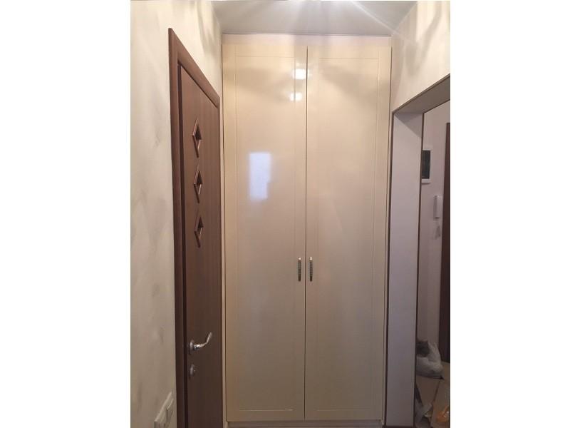 Глянцевый распашной классический шкаф №1280