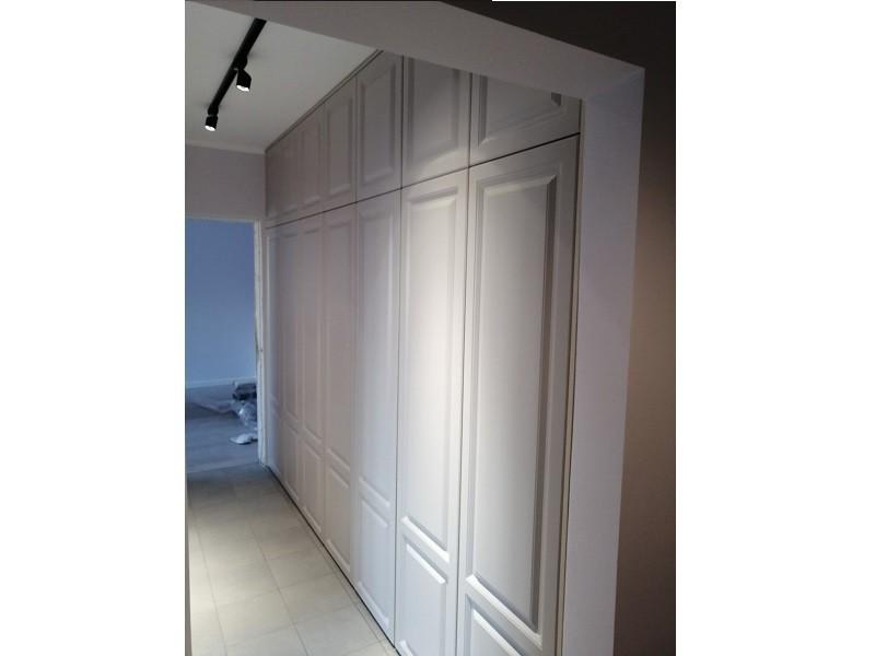 Встроенный распашной шкаф в длинный коридор №1244