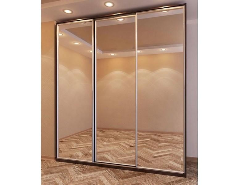 Три зеркальные двери-купе