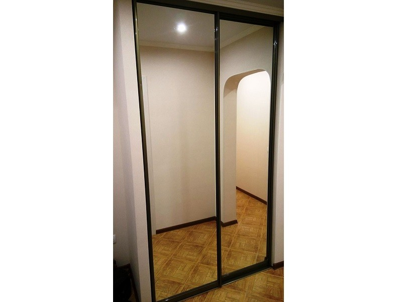 Зеркальные двери-купе в прихожую профиль шампань