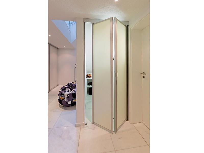Складные двери-книжка для гардеробной