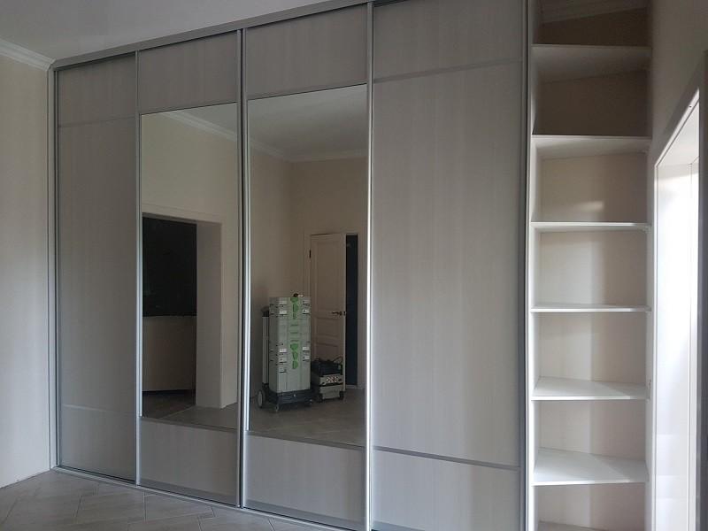 Двери-купе с зеркальными вставками