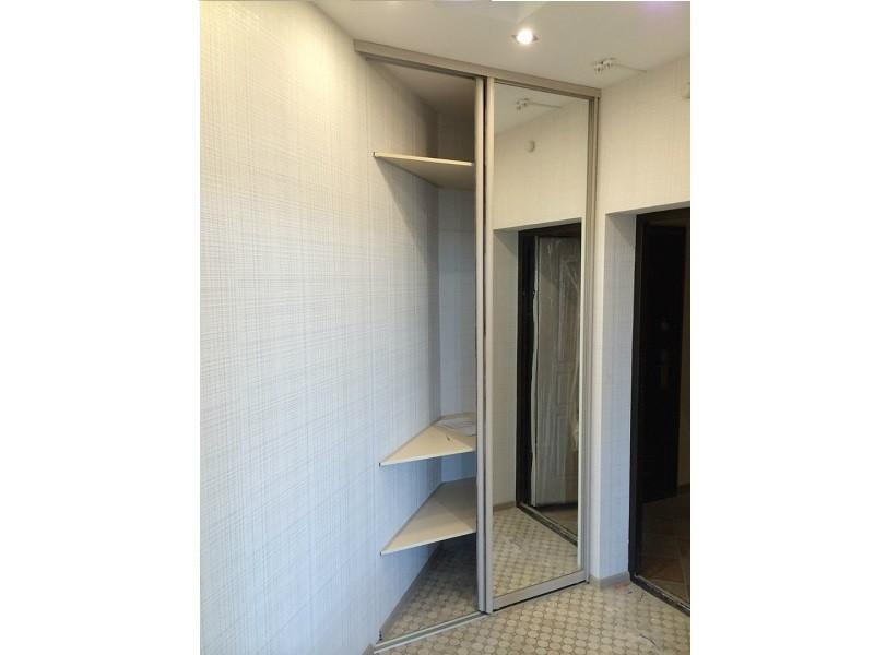 Двери для углового встроенного шкафа