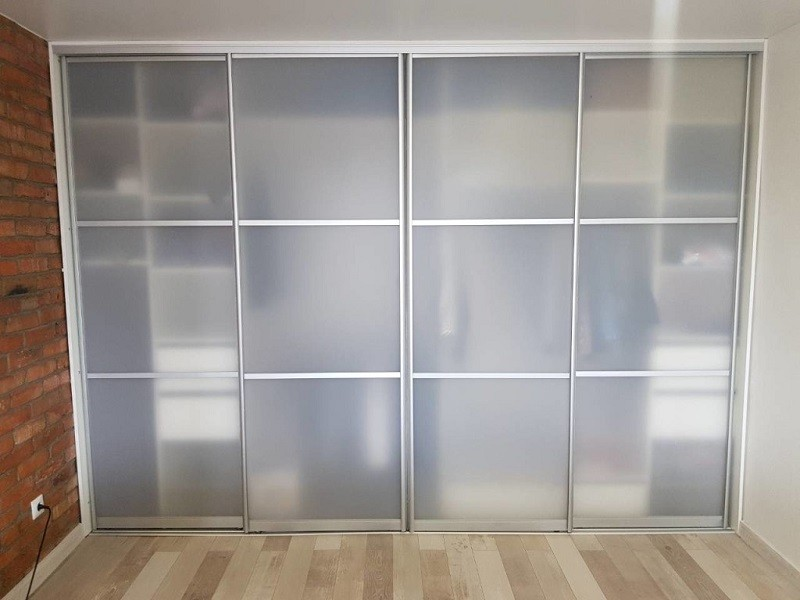 Прозрачные двери-купе