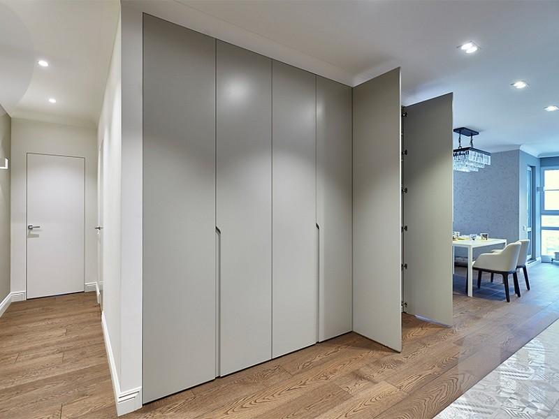Распашные двери в гардеробную комнату