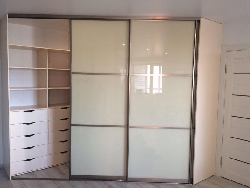 Встроенный шкаф-купе белый глянец 0327