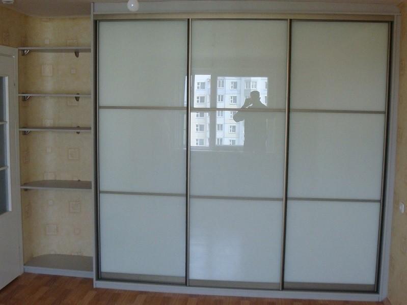 Встроенный шкаф-купе белый в спальню 0333