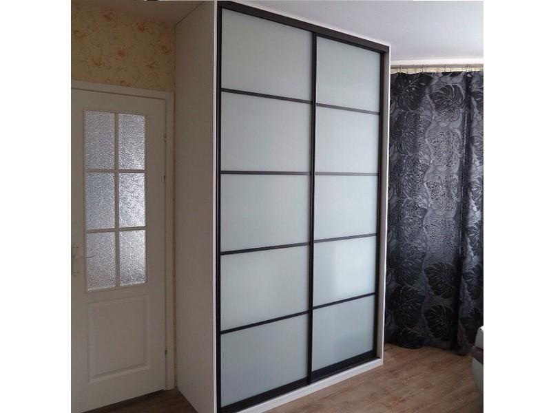 Встроенный шкаф-купе белое стекло 0386