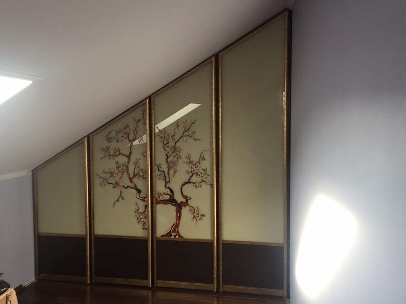 Нестандартный шкаф-купе на мансарду стекло с рисунком №0432