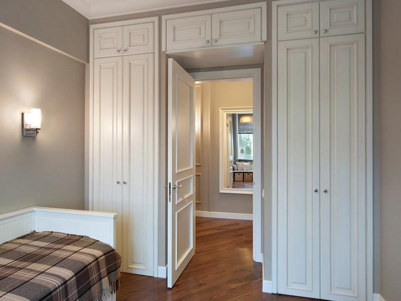 Шкаф МДФ с фрезеровкой вокруг двери №0457