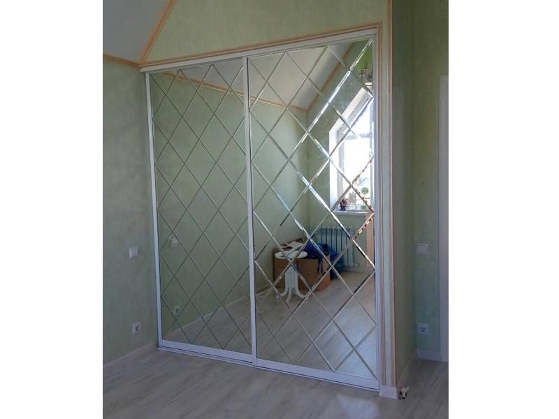 Двери-купе зеркало с гравировкой